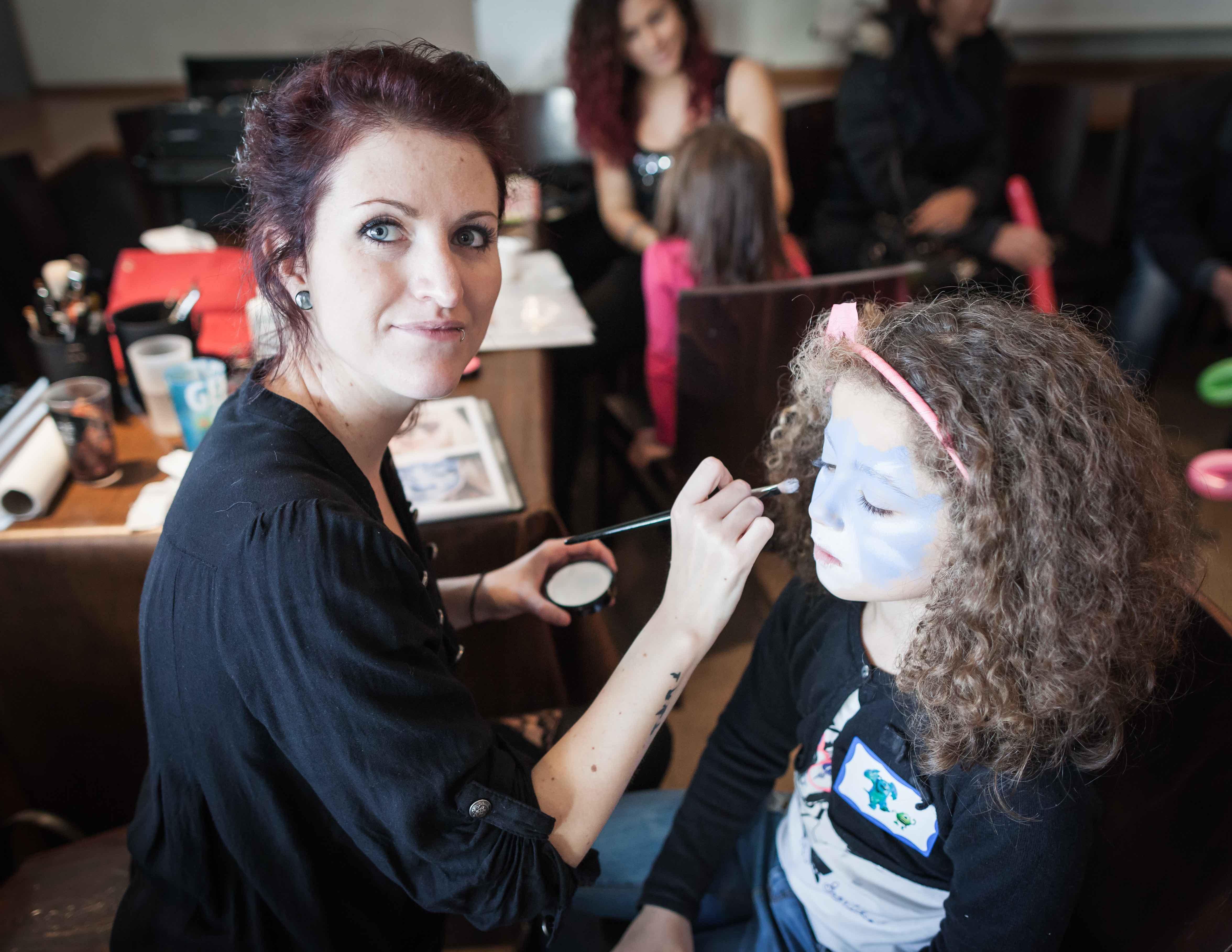 maquillage et maquilleuse enfant arbre de noël