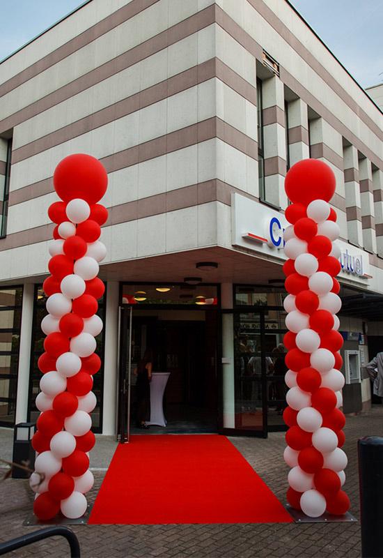 décoration extérieure inauguration tapis rouge