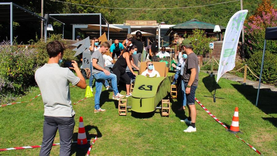 Animation team building Construction de F1 en carton à Annecy (74)